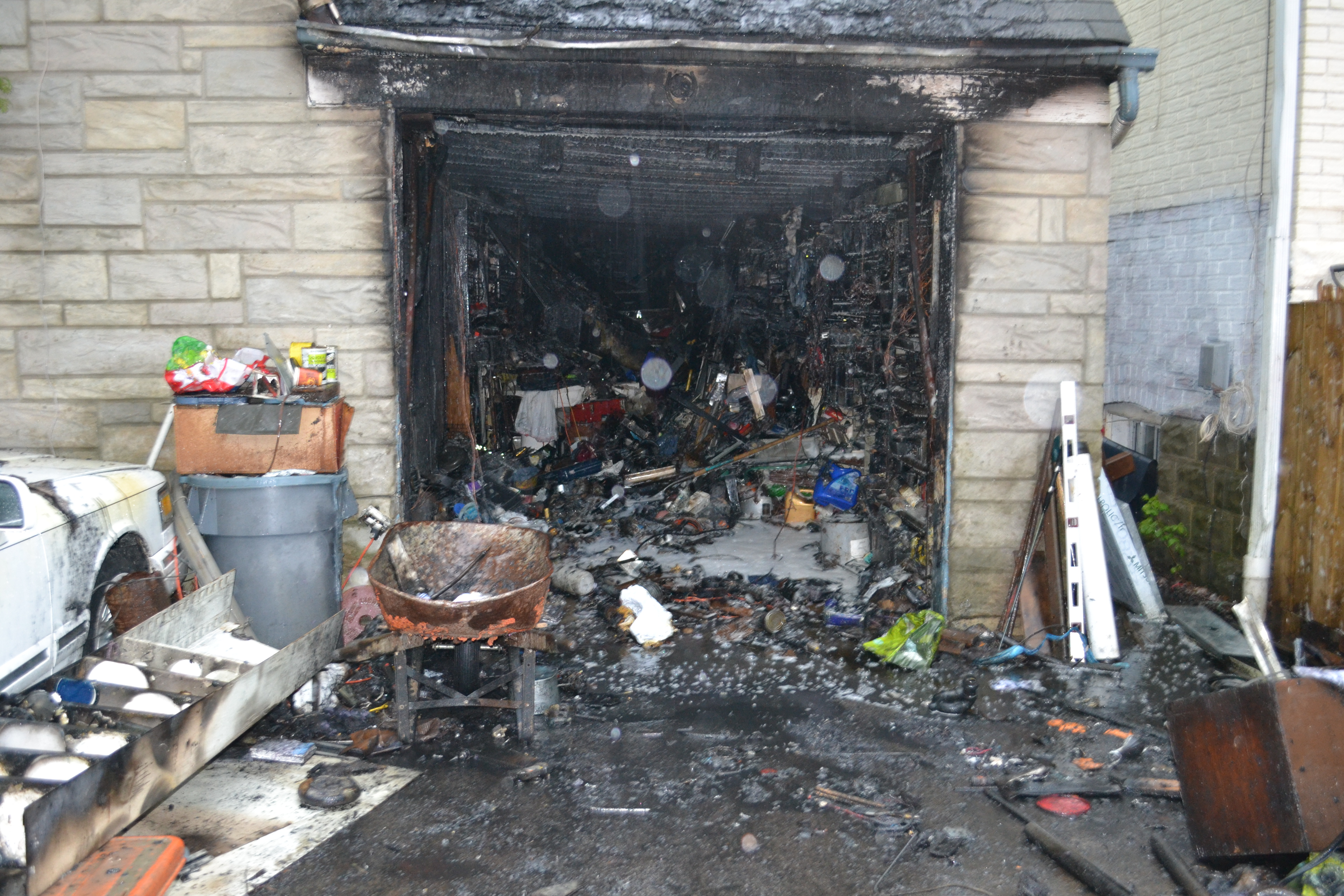 fire at house of hoarders birch cliff news birch cliff news. Black Bedroom Furniture Sets. Home Design Ideas