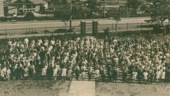 The entire Birch Cliff PS student body poses for a photo in June 1923